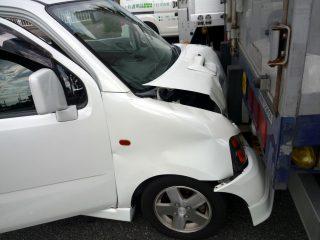 アクセルをブレーキと踏み間違えて暴走、という事故を無くす方法